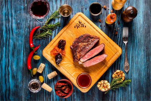 6 кухонних інструментів, необхідних для приготування м'яса