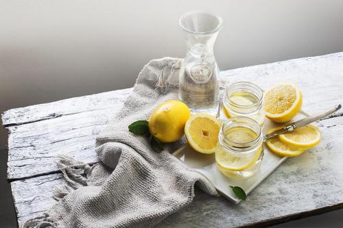 Правда чи міф: чи можна пити воду з лимонним соком натщесерце?