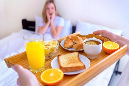 Сніданок у ліжко на 8 Березня