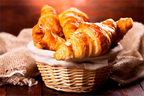Рецепт французьких домашніх круасанів: випічка, яка підніме вам настрій