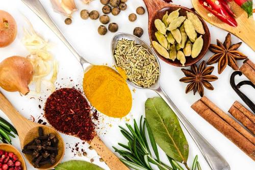 ТОП-10 спецій і приправ, які допомагають схуднути
