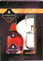 Коньяк Courvoisier VS 4-8 років витримки 40% 0.7л +2 бокала